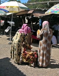 Most of the women were wearing long skirts with baggy shirts with collars, or colourful, muumuu-like dresses with large prints. Their hair was covered with a headscarf or a kerchief tied behind their necks.