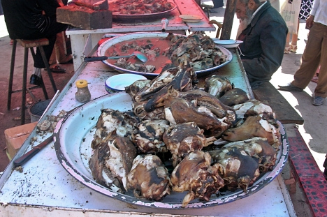 AnimaGoathead soup, At the market day in Kashgar, China