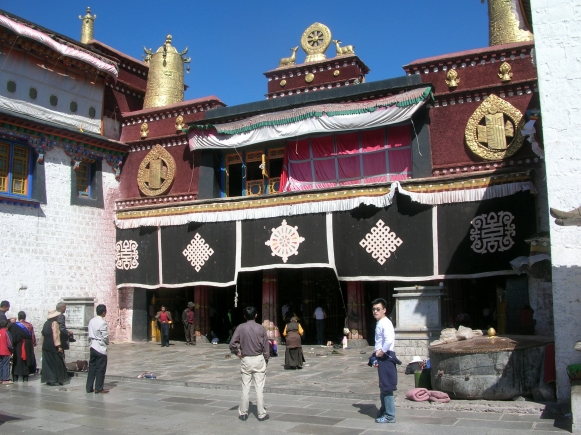 Patalo Palace in Tibet. Bacipacks and Bra Straps