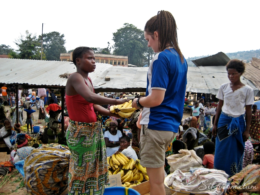 Bree shopping for bananas in the city of Matadi