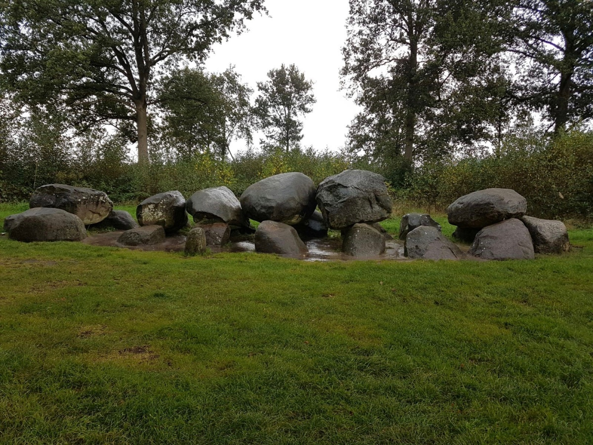 Hunebedden, 5000-year-old prehistoric megalithic burial chambers