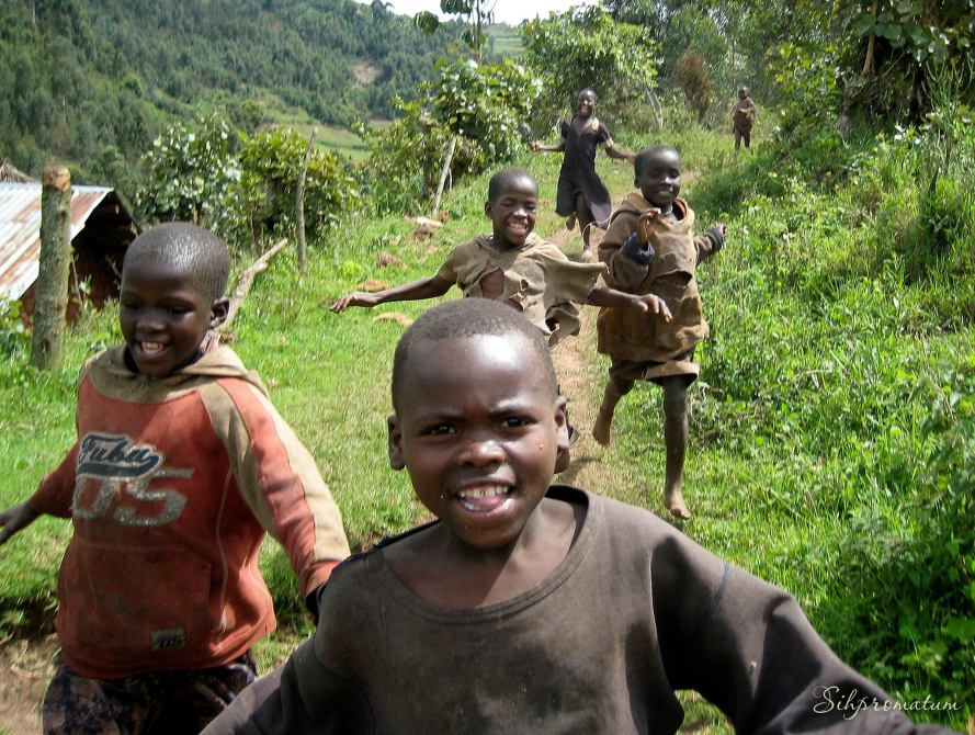 happy-kids-in-uganda