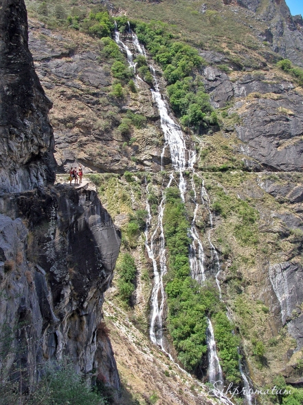 concuring the fear of heights in the TIger leapingn Gorge, China